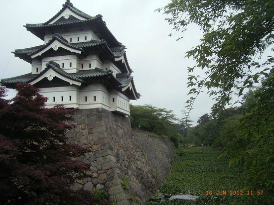 Hirosaki Castle:                   桜の頃また来たいです。