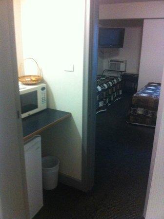 Econo Lodge City Square Motel: Kitchen Area