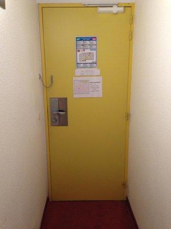 Hôtel balladins Annecy/Cran-Gevrier :                   Prion cell seems friendly compared