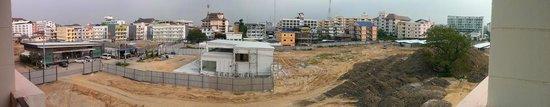 باتايا باي ريزورت:                   Andra sidan av hotellet                 