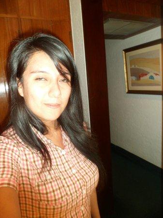 Antara Hotel: En la puerta del baño hacia la habitacion
