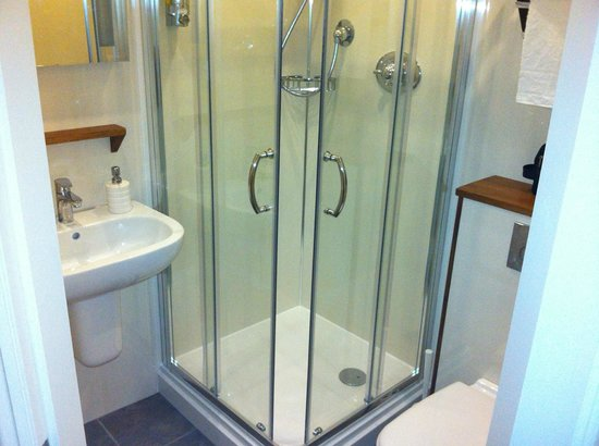 The Battledown Bed and Breakfast:                   En-suite shower room