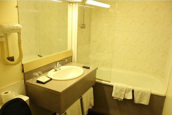 Hotel Arotel:                   Ванная