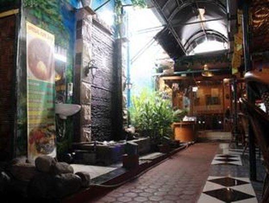 Hotel Menara Lexus: Nature Restaurant