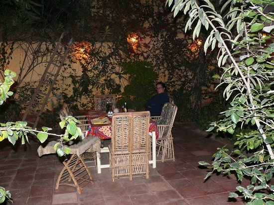 La Maison de Pythagore: The courtyard garden