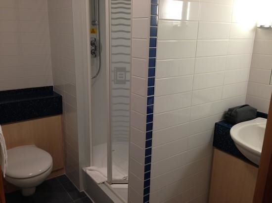 Premier Inn London City (Tower Hill) Hotel:                                     Bathroom