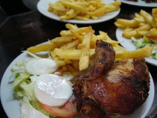 D a del pollo a la brasa ocho lugares para disfrutar de for Pollos titos soler