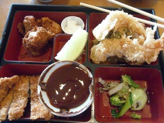 Miyo's : Shrimp tempura, deep fried scallops and Chicken Katsu