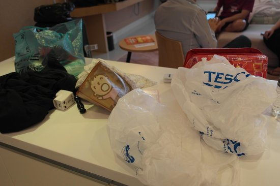 PARKROYAL Serviced Suites Kuala Lumpur:                   Some unknow white plastic bags found on the table.