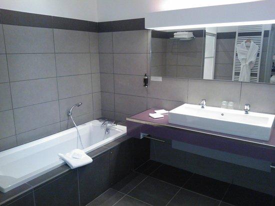La Ferme de Bourran : grande salle de bain