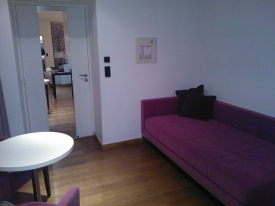 La Ferme de Bourran : coin salon chambre luxe