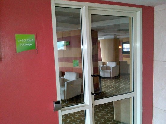 Holiday Inn Dar Es Salaam City Centre: Executive Lounge