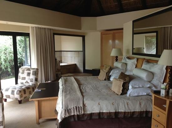 Shamwari Game Reserve Lodges:                   excellent accomodation