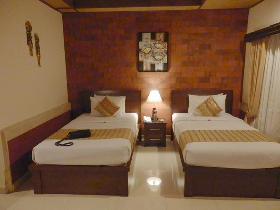 Sri Phala Resort & Villa: Our comfortable twin beds