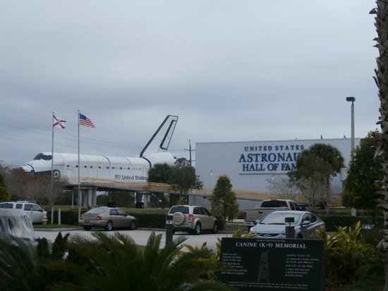 """U.S. Astronaut Hall of Fame : esterno con lo """"Shuttle"""""""