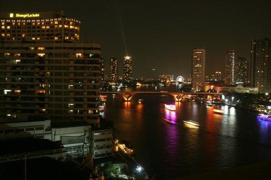 Mandarin Oriental, Bangkok:                   Aussicht vom Zimmer auf den Chao Phraya