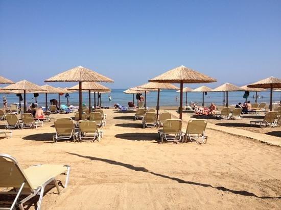 Utsikt över Agia Marinas Strand från Amalthia Beach Resorts strandrestaurang