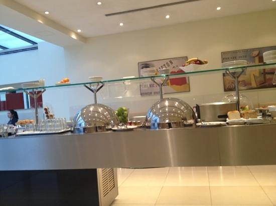 Maximilian Hotel: great breakfast selection!