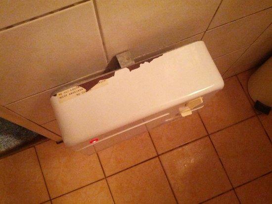 Hostellerie de l'Etoile :                   radiateur salle de bain