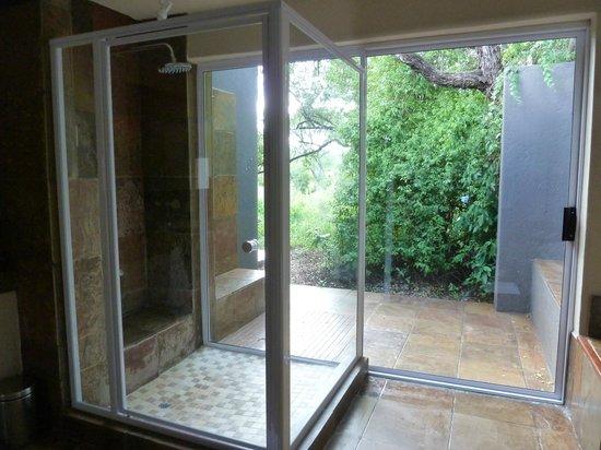 Sabi Sabi Bush Lodge: Dusche mit Außendusche