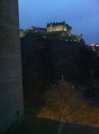 Premier Inn Edinburgh City Centre (Princes Street) Hotel:                                     castle view room as requested