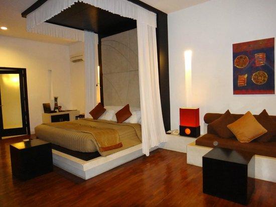 Villa Seminyak Estate & Spa :                                     Deluxe Pool Villa- Bedroom