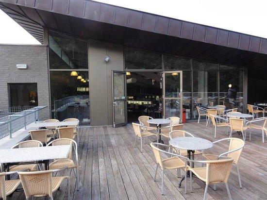 Brasserie Oase:                                     Neemt u plaats en laat u verwennen