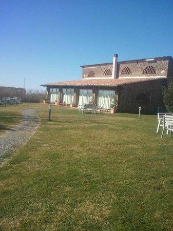 Agriturismo Casale Bonaparte di Simona Archibusacci:                   Ristorante a fianco del casale principale