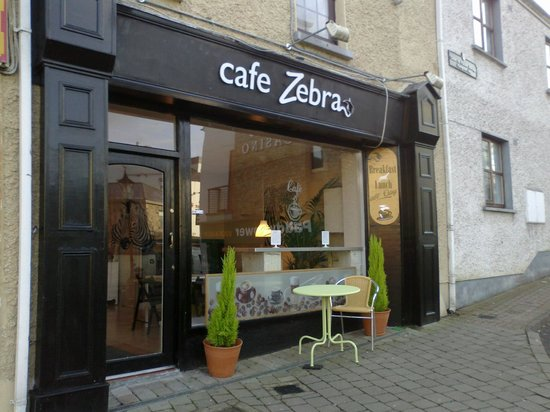 Cafe Zebra: outdoor view Connolly St.
