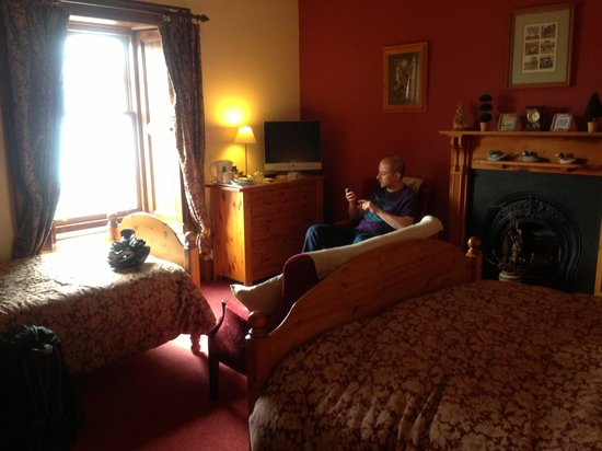 Pathend Bed and Breakfast:                   The family room, felt like a proper suite!