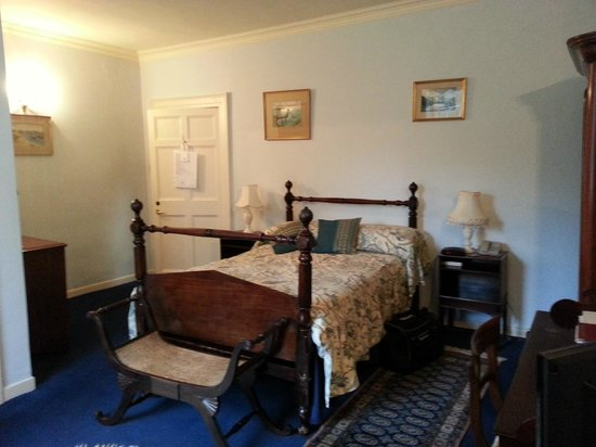 Castle Grove Country House Hotel:                   Oliver Goldsmith Room