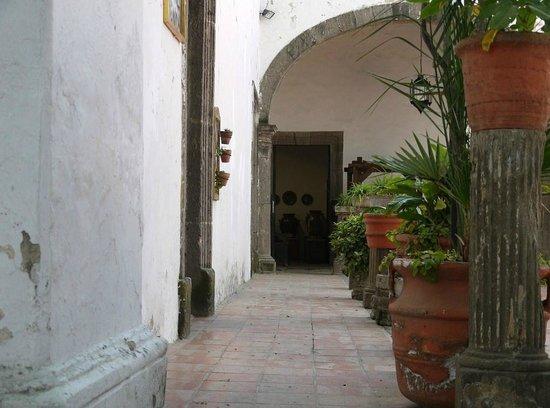 Ceramic Museum (Museo Regional de la Ceramica):                   博物館の回廊