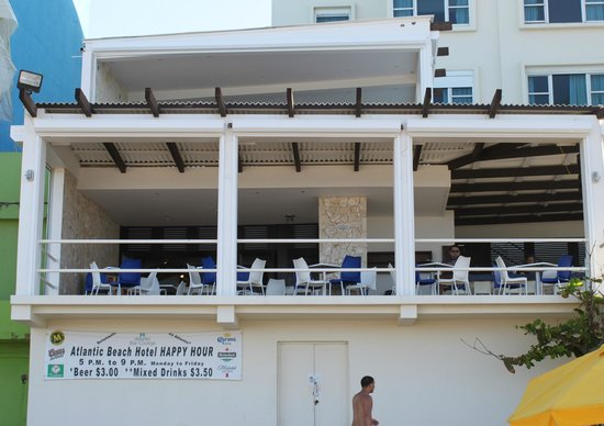 Atlantic Beach Hotel: View of the Bar/Restaurant from the beach