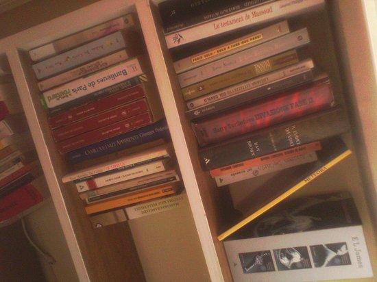 La Stella di Roma B&B:                   la biblioteca della mia stanza