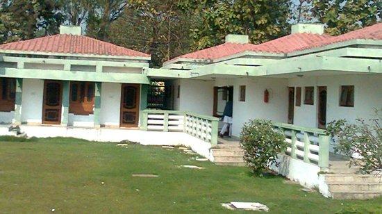 Rahi Pathik Niwas:                   Hut type rooms