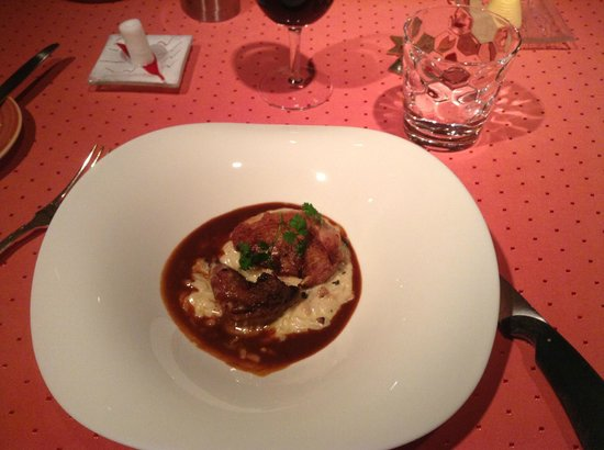 Aux Armes de Champagne :                   Odd-smelling partridge on a silly plate