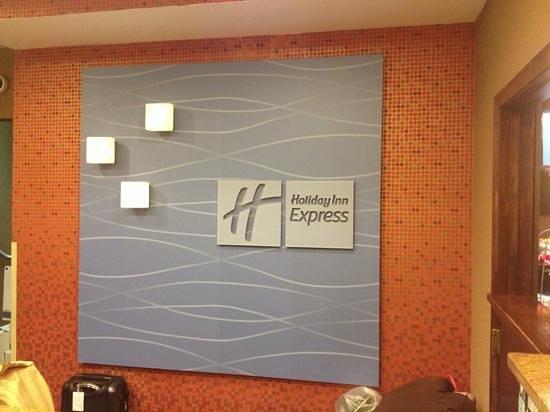 Holiday Inn Express Saugus (Logan Airport):                   modern lobby