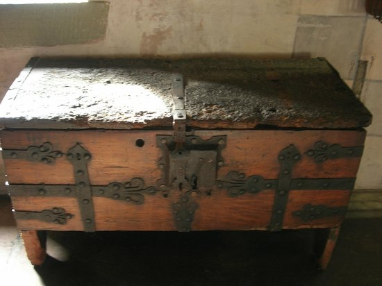 Alte Truhe sehr alte truhe bild chateau de chillon veytaux tripadvisor