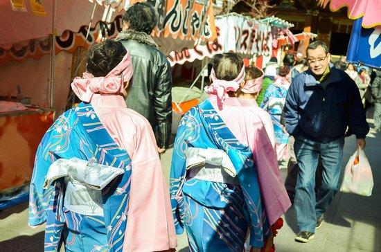 Some food stands inside - Foto di Yushima Tenmangu, Bunkyo - TripAdvisor