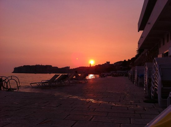 Hotel Excelsior Dubrovnik:                   sunset from the beach