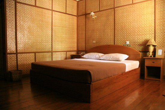 Kaday Aung Hotel : room okay but sewer smell in bathroom