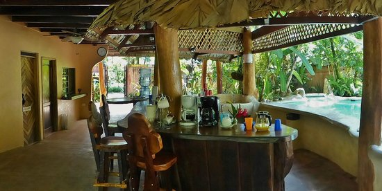 Caribe Town: Bar area in main house ready for breakfast
