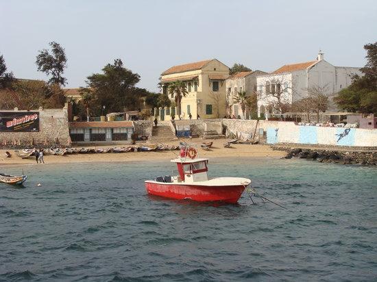 La Maison des Esclaves :                   La Pequeña Playa