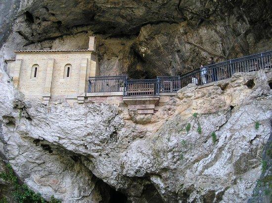 Cangas de Onis, Espagne : Cueva de la Virgen