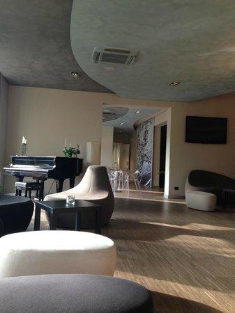 Hotel Aqua: Salone bar