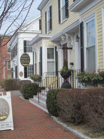 Essex Street Inn & Suites :                   Front of inn looking toward State Street