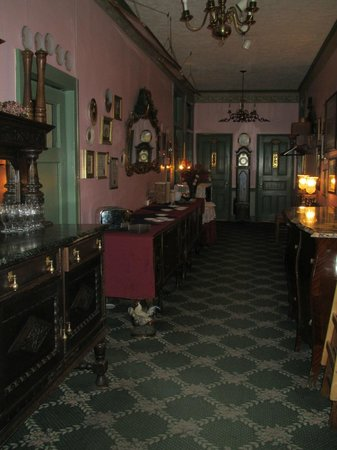 Hotel Strasburg:                   hall outside the dining room