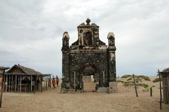 ‪Ruined Temple/Church of Dhanushkodi‬