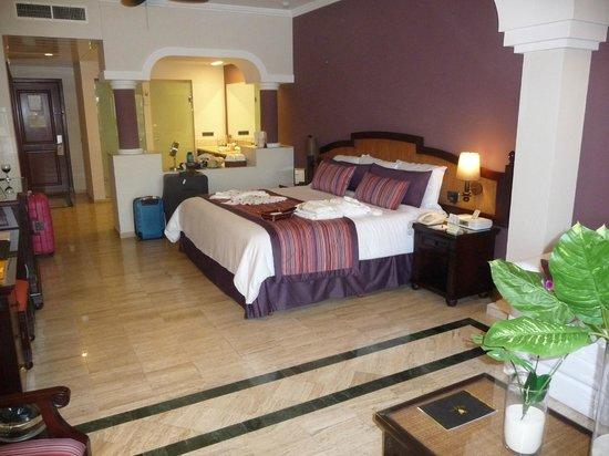TRS Yucatan Hotel:                                     Nice rooms.