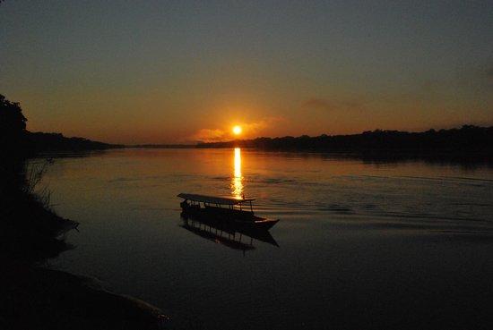 Inkaterra Reserva Amazonica:                   Alba dall'imbarcadero